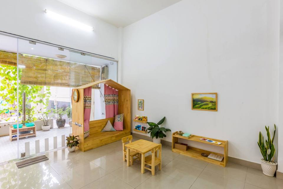 A how to guide for creating a Montessori Prepared Environment at home.